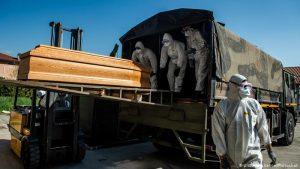 Българска медсестра в Италия: Военни камиони извозват трупове към крематориуми